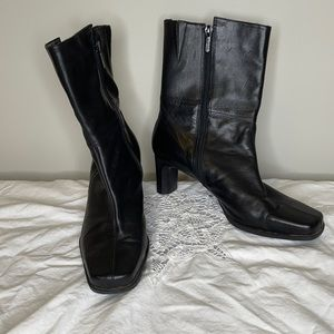 """NATURALIZER black leather square 2.5"""" heel boots 9"""